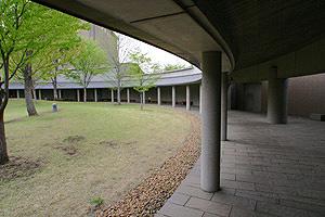 in-1f-ent-yard01